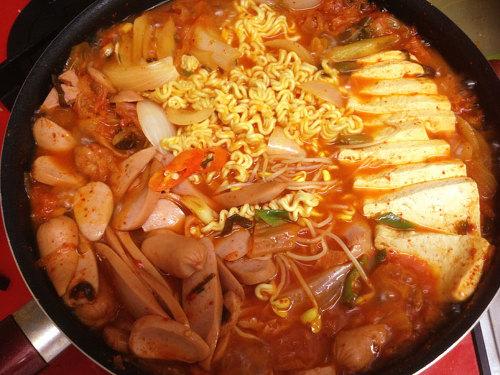 부대찌개 - Army stew